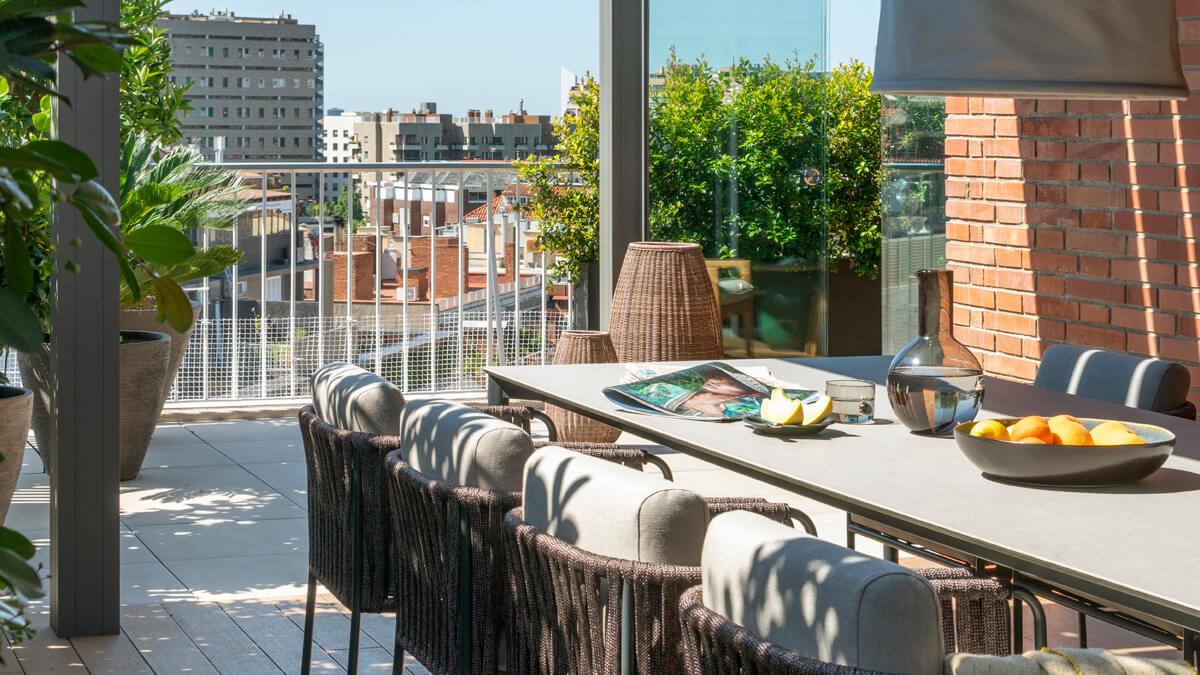 Terraza y balcón   The Room Living