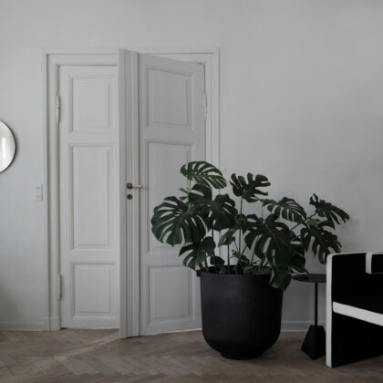 CASTLE PLANTER BLACK | The Room Living